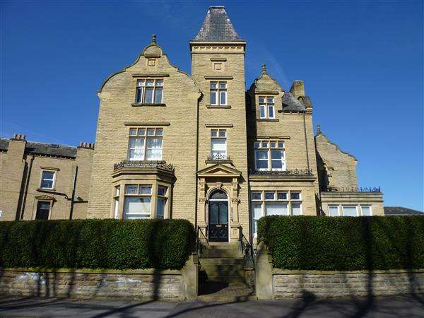 2 Bedrooms Apartment Flat for sale in I Park Drive, Gledholt, Huddersfield