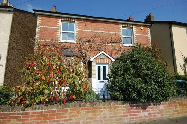 4 Bedrooms Detached House for sale in School Road Avenue, Hampton Hill
