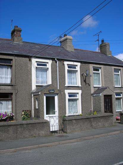 2 Bedrooms Terraced House for sale in Jones Terrace, Lon Uchaf, Morfa Nefyn, Pwllheli, LL53