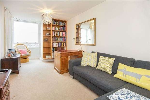 2 Bedrooms Flat for sale in Bramlands Close, Battersea, LONDON, SW11