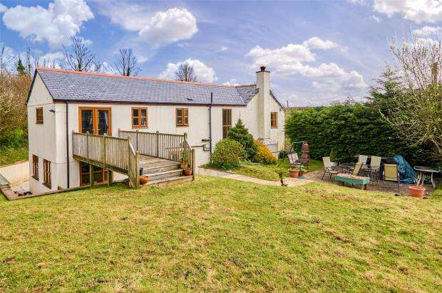 5 Bedrooms Detached House for sale in Trerulefoot, Saltash