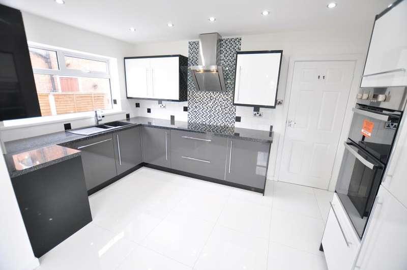 4 Bedrooms Detached Bungalow for sale in Newton Road, St Annes, Lytham St Annes, Lancashire, FY8 3JW