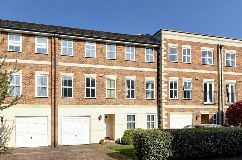 3 Bedrooms Town House for sale in Walton on Thames