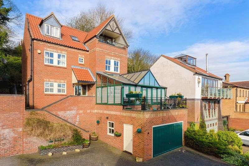 4 Bedrooms Terraced House for sale in 20 St Michaels Terrace, Lincoln