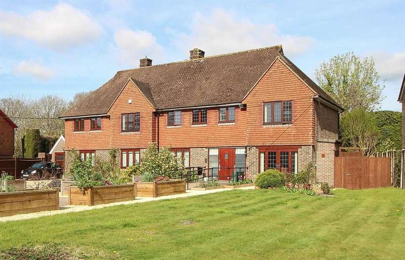 5 Bedrooms Detached House for sale in Lewes Road, Haywards Heath