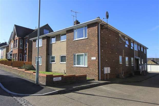 2 Bedrooms Flat for sale in Castle Road, Tankerton, Whitstable
