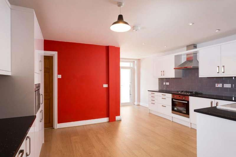 4 Bedrooms Terraced House for sale in Claremont Terrace, Gillygate, York