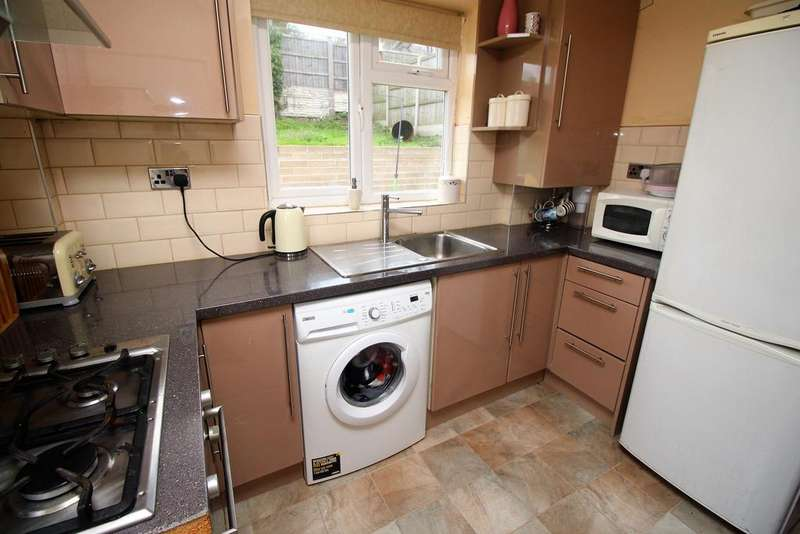 3 Bedrooms Semi Detached House for sale in Henley Rise, Sherwood, Nottingham NG5