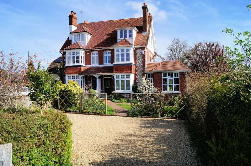 4 Bedrooms Semi Detached House for sale in The Crescent, Steyning, West Sussex, BN44 3GD
