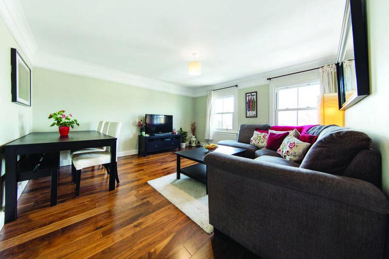 2 Bedrooms Flat for sale in Kempshott Road, SW16