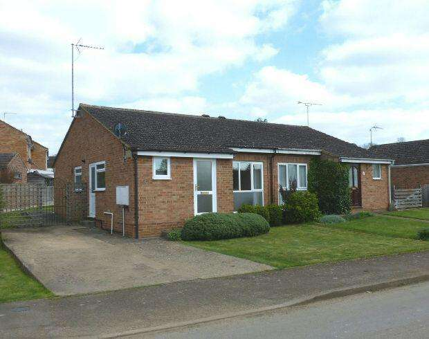 2 Bedrooms Semi Detached Bungalow for sale in Hampton Drive, Kings Sutton