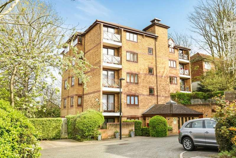 2 Bedrooms Flat for sale in Kingswood Drive London SE19