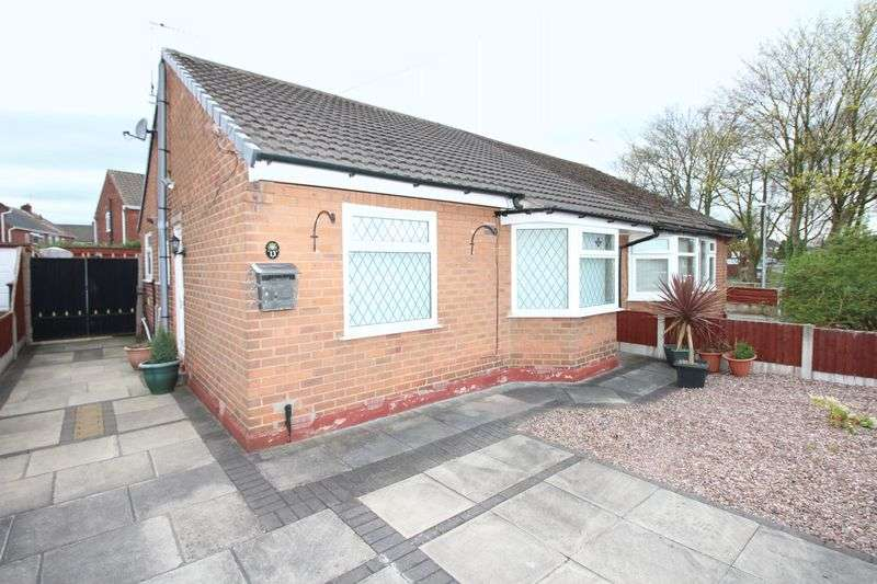 2 Bedrooms Semi Detached Bungalow for sale in School Lane, Irlam, Manchester M44