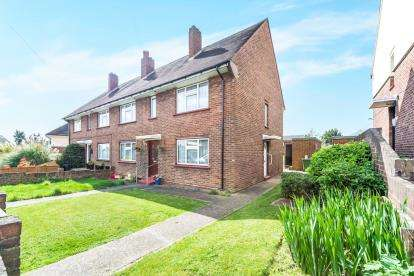 2 Bedrooms Maisonette Flat for sale in Collier Row, Romford, Essex
