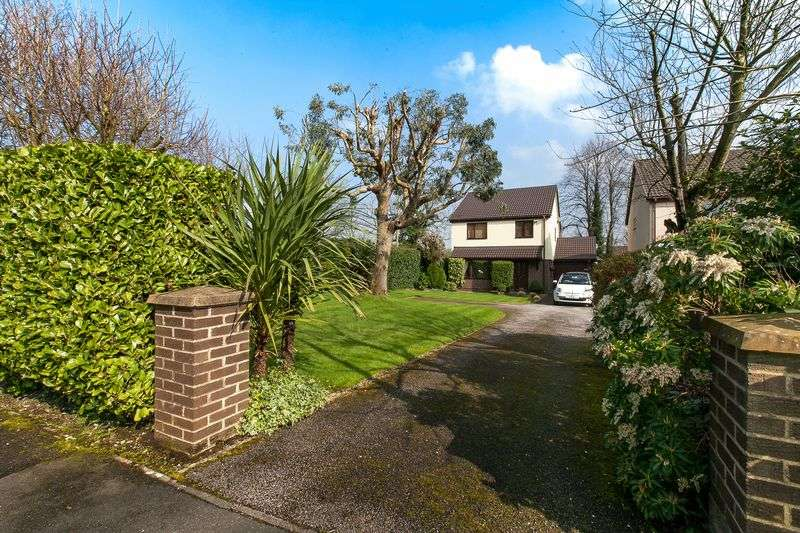 4 Bedrooms Detached House for sale in Glenmore, Clayton-Le-Woods, PR6 7TA