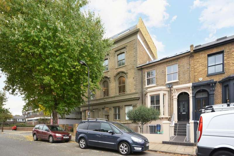 2 Bedrooms Flat for sale in Penshurst Road, Victoria Park, London