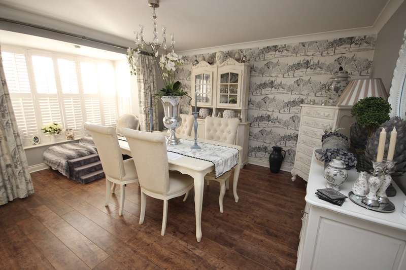 6 Bedrooms Detached House for sale in Drapers End, Marston Moretaine, Bedfordshire, MK43