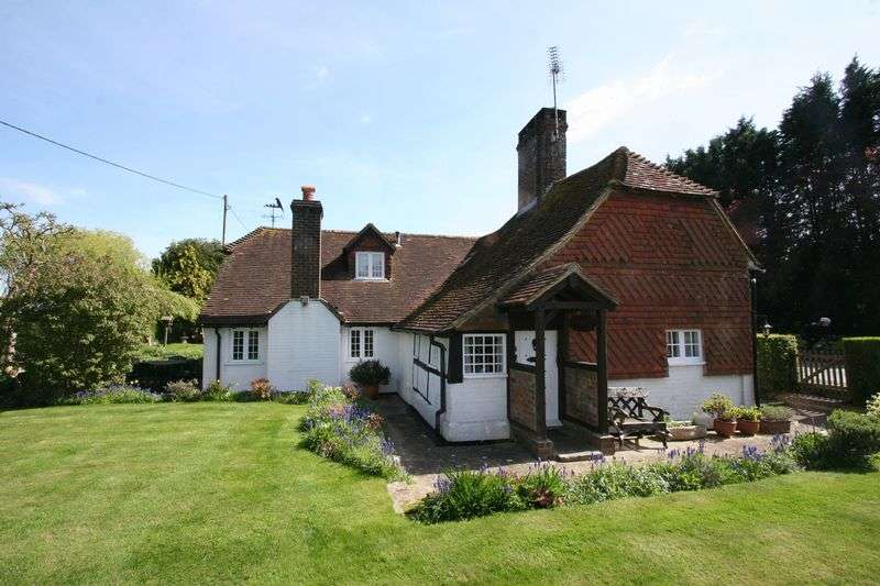 3 Bedrooms Detached House for sale in Near Henfield