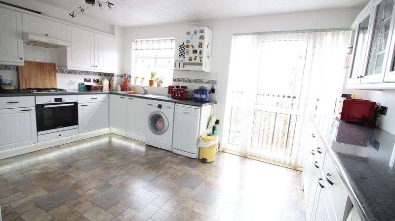 3 Bedrooms Terraced House for sale in Angelica Way, Fareham