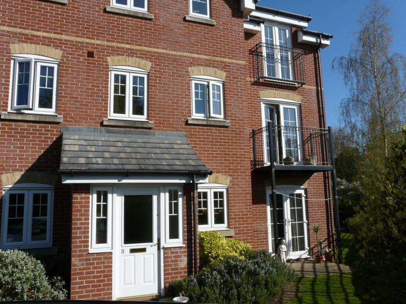 2 Bedrooms Maisonette Flat for sale in Meadow View, Hungerford