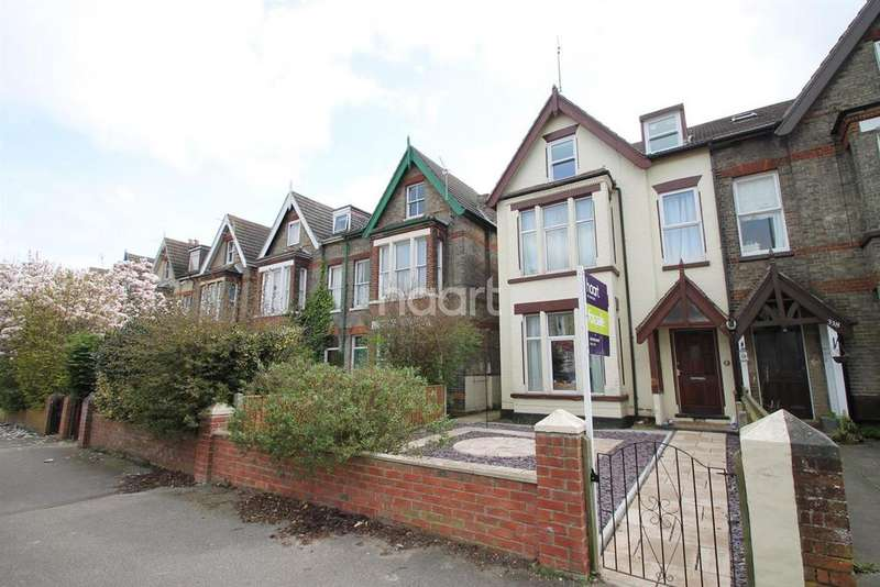 6 Bedrooms Semi Detached House for sale in London Road South, Lowestoft