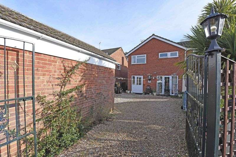 5 Bedrooms Detached House for sale in Rutherford Walk Tilehurst