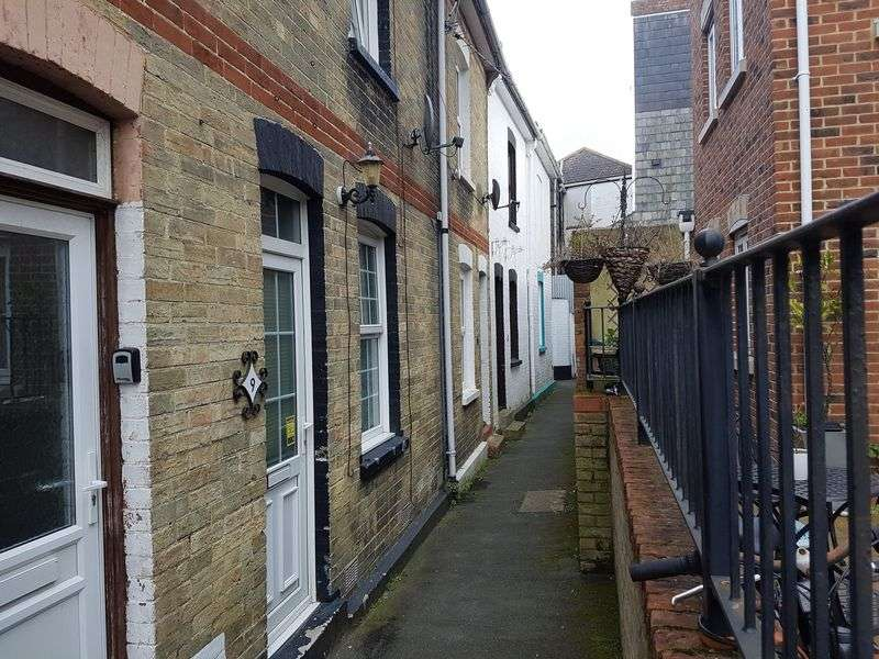 2 Bedrooms Terraced House for sale in Middleton Terrace, Cowes