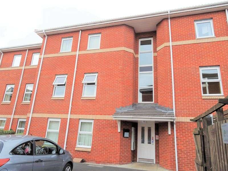 2 Bedrooms Flat for sale in Pant Glas, Wrexham