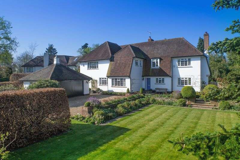 5 Bedrooms Detached House for sale in Sandy Way, Cobham