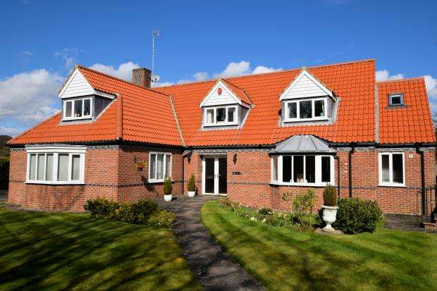 5 Bedrooms Detached House for sale in Goldenfields, High Street, Scalby, North Yorkshire YO13 0PH