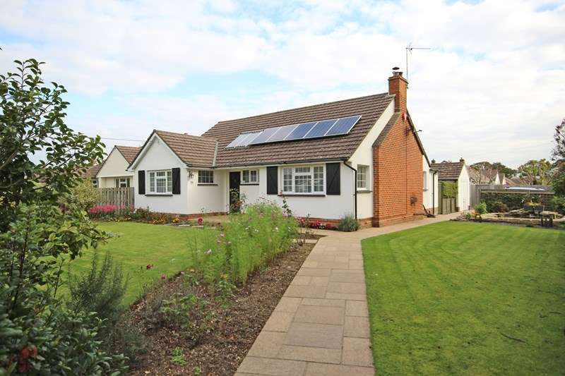 3 Bedrooms Chalet House for sale in Becton Lane, Barton On Sea, New Milton