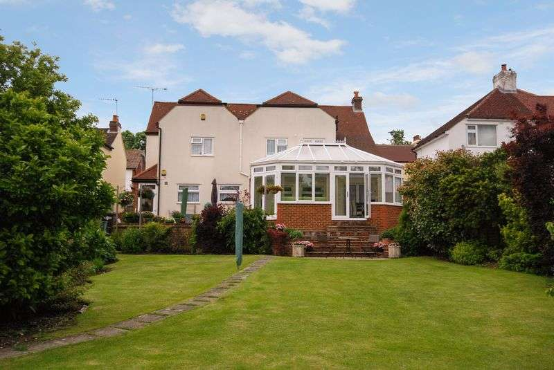 4 Bedrooms Detached House for sale in Crown Road, Orpington