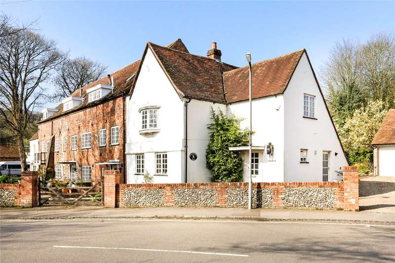 3 Bedrooms House for sale in Bassetsbury Lane, Buckinghamshire, HP11