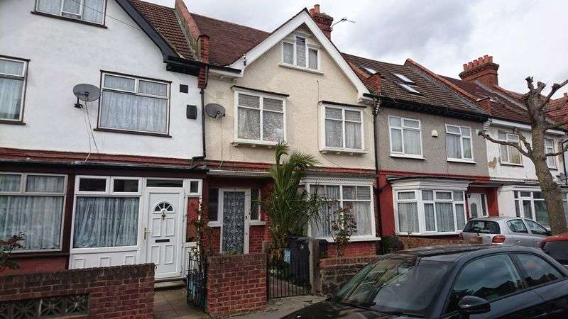 4 Bedrooms Terraced House for sale in Lyndhurst Road, THORNTON HEATH