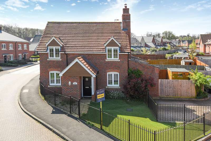 3 Bedrooms Detached House for sale in Damson Drive, Hartley Wintney, Hook, RG27