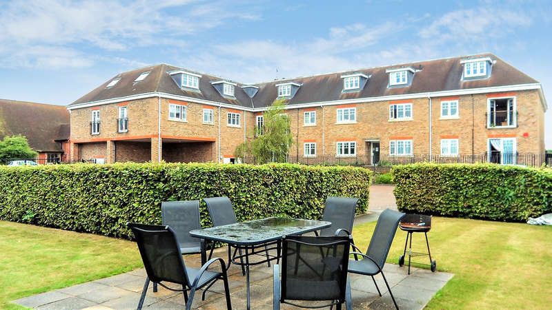 2 Bedrooms Apartment Flat for sale in Manor Court, Thorpe Road