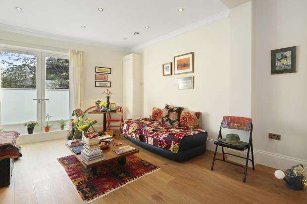 1 Bedroom Flat for sale in Brecknock Road, London, N7