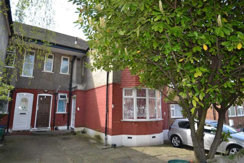 2 Bedrooms Maisonette Flat for sale in Abbey Road, Newbury Park, Ilford