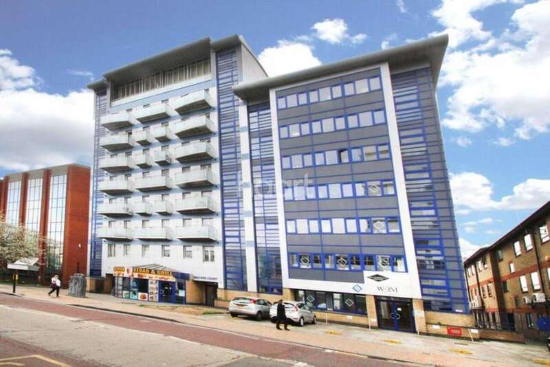 2 Bedrooms Flat for sale in Halyards Court, Western Court