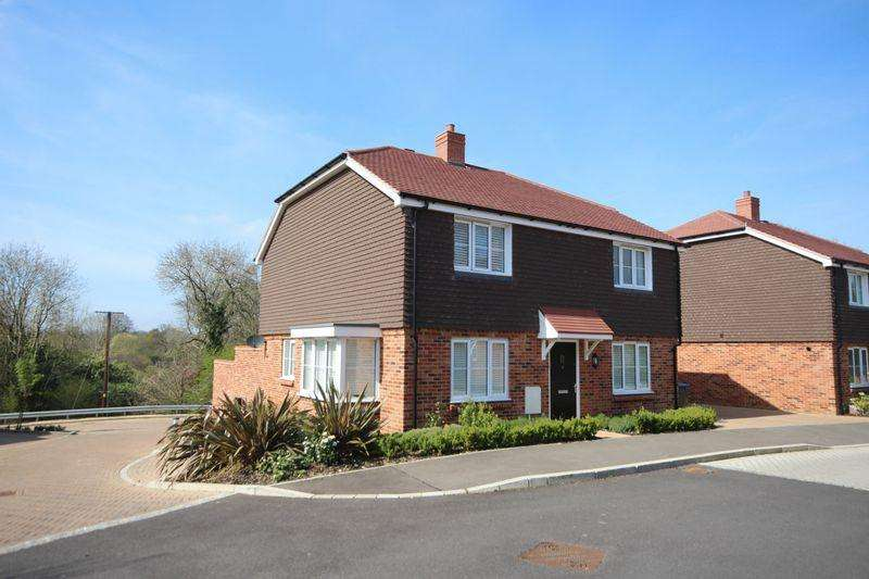 4 Bedrooms Detached House for sale in Knight Close, Haywards Heath