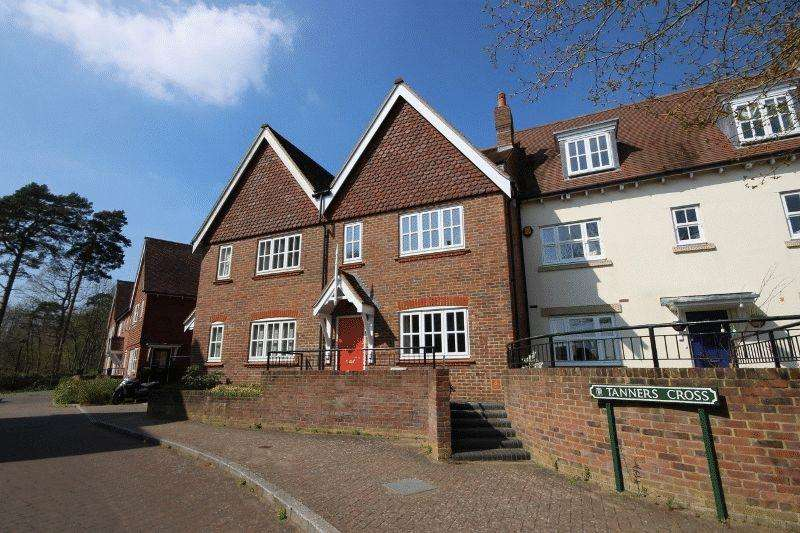 3 Bedrooms Terraced House for sale in Tanners Cross, Bolnore Village.