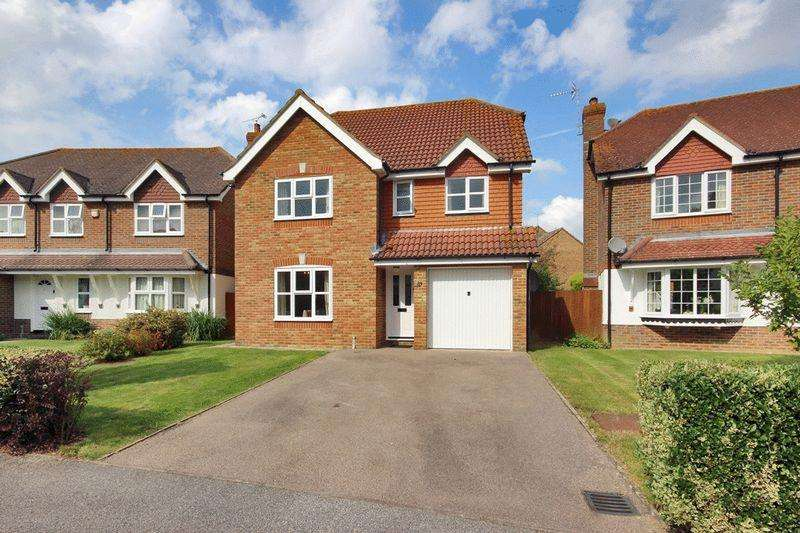 4 Bedrooms Detached House for sale in Blakes Farm Road, Southwater