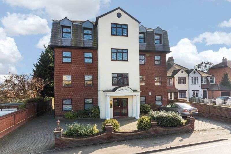 3 Bedrooms Flat for sale in Manor Court, Manor Road, Chigwell