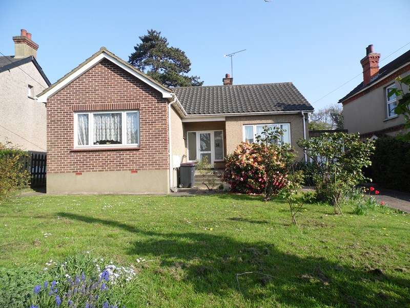 2 Bedrooms Detached Bungalow for sale in Down Hall Road, Rayleigh