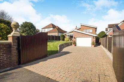 4 Bedrooms Detached House for sale in Bostocks Lane, Sandiacre, Nottingham