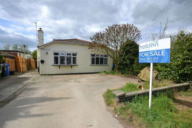 3 Bedrooms Detached Bungalow for sale in Mountview Crescent, St Lawrence Bay, Southminster, Essex