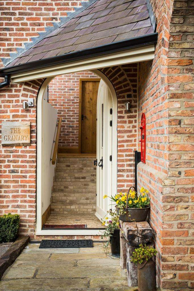 3 Bedrooms Mews House for sale in Sand Hutton Court , Sand Hutton, York, YO41