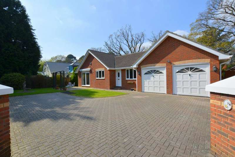 3 Bedrooms Detached Bungalow for sale in Golf Links Road, Ferndown
