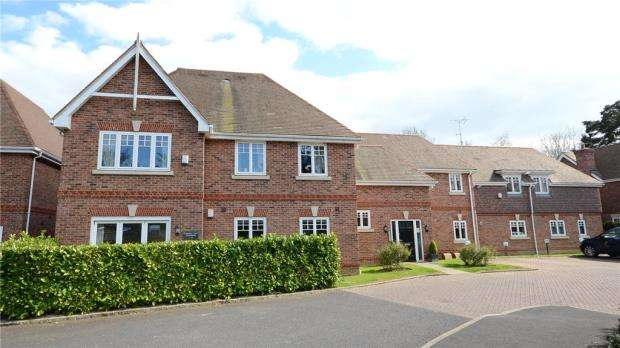 2 Bedrooms Apartment Flat for sale in Kingsley Court, Kingsley Place, Wokingham
