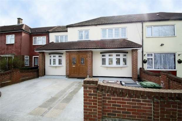 4 Bedrooms Terraced House for sale in Bastable Avenue, Barking, Essex